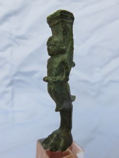 Roman Empire - Bronze Roman goddess on a foot of a chest or table - 7 cm x 2 cm.