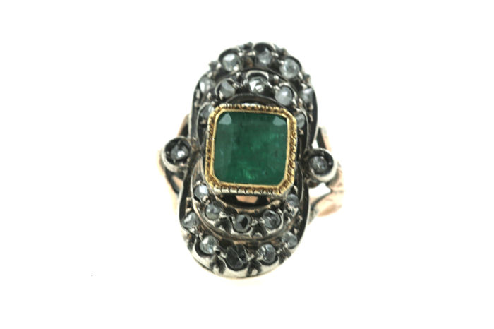 Ring made of 585 white gold, emerald, 22 diamonds approx. 1.00 ct old cut - ring size: 48 mm