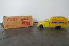 "Marx - Scale 1/14, length 26 cm - Plastic ""Coca Cola Ford Truck with cases and bottles"""