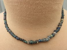 Roman empire - Roman necklace with blue iridescent glass beads - 40 cm