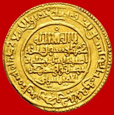 Almoravides Ali ibn Yusuf with the Emir Sir, gold dinar (4.15 g 26 mm). 524 A H ( 1138 A.D.)  Nul- Lamta.