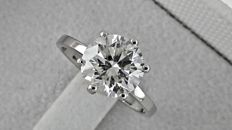 2.23 ct round diamond ring made of 14 kt white gold - size 6