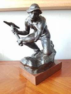 """Large bronze sculpture of a quarry worker - signed """"Fojitk"""""""
