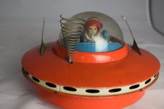 """Yoshiya, Japan - Length 20 cm - Tin """"Flying Saucer with Space Pilot"""" with battery engine, 1960s"""