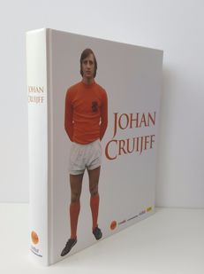 Biography - Johan Cruijff - Deluxe Edition limited edition of 1947 pieces (birth year Cruijff) in box - hand-signed by Johan Cruijff + COA