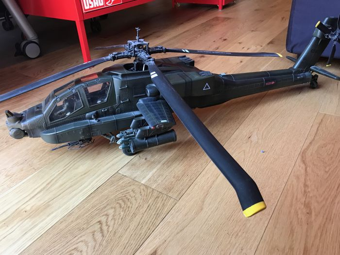 Apache helicopter 1:18 Elite Force