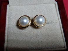 18 kt gold Akoya pearl push back earrings.