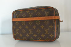 Louis Vuitton - Clutch