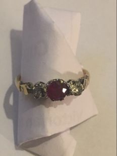 Vintage 18ct gold platinum Ruby and diamond ring 2.6 grams