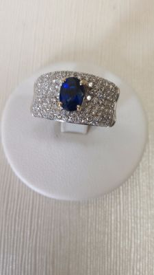 Ring in 18 kt white gold with diamonds for 1.00 ct and sapphire for 1.33 ct - Size: 13/63