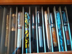 Lot of 10 fountain pens
