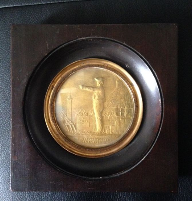 "Wooden miniature frame ""The old Grognard"", nostalgic of Napoleon, circa 1848, bronze medal"