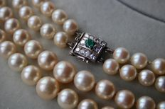 2- row necklace with genuine high quality sea/salt round pearls 6,9-9,6mm from Japanese sea. White gold square clasp with Emerald and 10 brilliants, total approx. 0.52 Ct.
