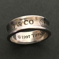 1997Tiffany & Co.--silver ring
