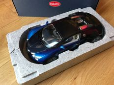 AUTOart - Scale 1/18 - Bugatti Veyron 16.4 + display case