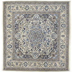 94508 – Authentic, original, hand-knotted Nain rug – Iran – Dimensions: 202 x 198 cm – Knot density: approx. 250.000-300.000 knots/m² – With certificate of authenticity from an official appraiser – (Galleria Farah 1970)