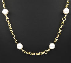 18 kt yellow gold – Necklace with wide chain and spring ring clasp – South Sea Australian pearls – Length: 62 mm.