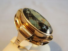 Gold ring with large forest green spinel 20 ct.