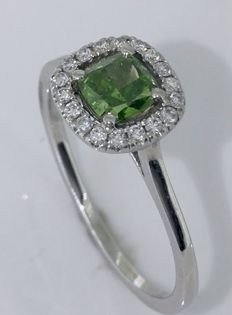 14kt Golden ring with intense fancy olive green  color diamond  0.53 ct - size 52 *** No reserveprijs ***