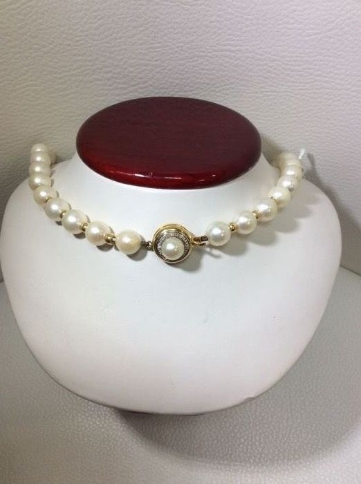 9mm salt-water cultured pearl necklace.