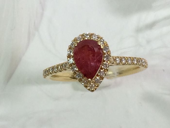 Ring with ruby and diamonds, 18 kt gold – size : 17 mm