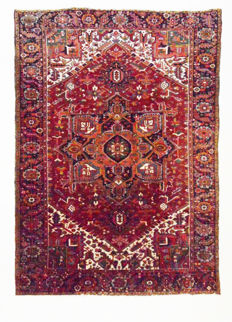Persian carpet, Heriz, 330 x 240 cm.