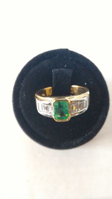 Ring with 0.60 ct emerald and baguette cut diamonds totalling 0.59 ct
