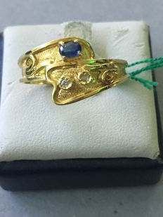 Yellow gold ring with 0.04 ct sapphire and diamonds - Size: 15