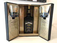 Jack Daniels double gold box with bottle and 2 glasses
