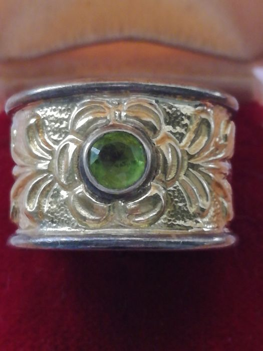 Gold ring (18 kt) with .800 silver and peridot – adjustable size