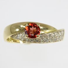 18 k gold cocktail ring with orange hessonnite and 20 8/8 cut diamonds anno 1980, Ring size: EU-54 & 17¼
