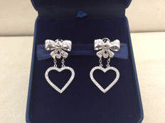 18 kt white gold heart-shaped earrings with 1.60 ct diamonds - length: 40 mm