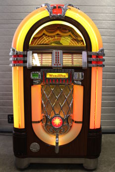 WURLITZER 1015 One More Time 50 CD Jukebox with remote control