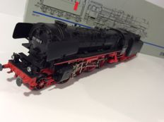 Märklin H0 - 3790 - Steam locomotive with tender BR 011 of the DB (1228)