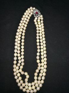 Necklace with Japanese cultured pearls. Three rounds. White gold brooch with diamonds. Synthetic ruby, 153 pearls of 8.5 mm.