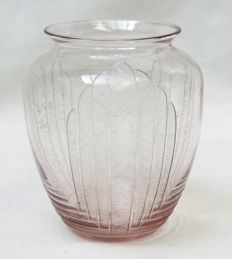 Verreries Schneider - Art Deco vase with etched geometrical decor