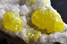 Native Sulphur crystals on matrix - 13,9 x 11,8 x 5,6cm - 653gr