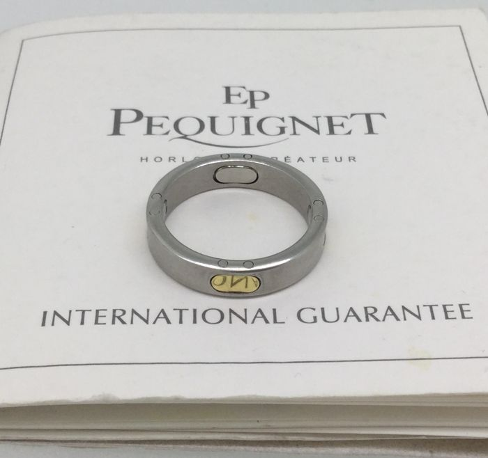 Pequignet 18 kt gold and 4 grain steel ring