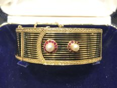 Women's bracelet with pearls, rubies and enamel.