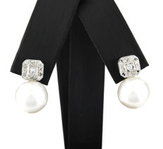 White gold earrings in a square design with brilliant cut diamonds and South Sea (Australian) pearls.