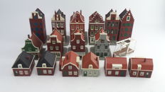 Holland Scale/Pola H0 - 17-piece Dutch houses, moat and drawbridge for the track