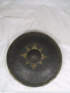 Original Burmese Sun Flower Gong handcrafted (forged) from bronze - 20th Century - Thailand