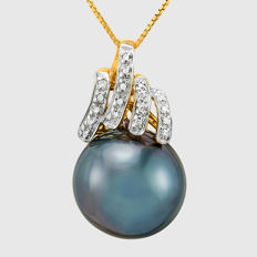 14kt yellow gold pendant set with Tahitian black pearl 15 mm and diamonds 0.09 ct **no reserve price**
