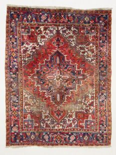 Persian carpet, Heriz, 270 x 210 cm.