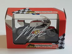 Giacomo Agostini - 15-time world champion Motorracing - original hand-signed 500 CC Yamaha 1975 YRZ OW23 1:22 model + COA