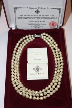 Jaqueline Onassis Kennedy vintage stimulated pearl necklace New York 1965