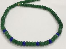 Emerald and sapphire necklace, with 18 kt gold – no reserve