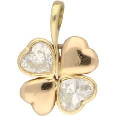 18 kt yellow gold pendant in the shape of a four-leaf clover set with 2 large heart cut diamonds of approx. 0.99 ct each – length 17 mm