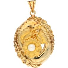 Antique 14 kt yellow gold pendant with an appliqué of a flower with a pearl as its pistil – length 5 cm