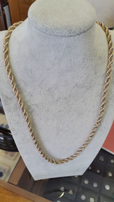Rope chain necklace in 18 kt (750‰) yellow gold – Weight: 48.33 g – Length: 57 cm – Thickness: 4.5 mm.